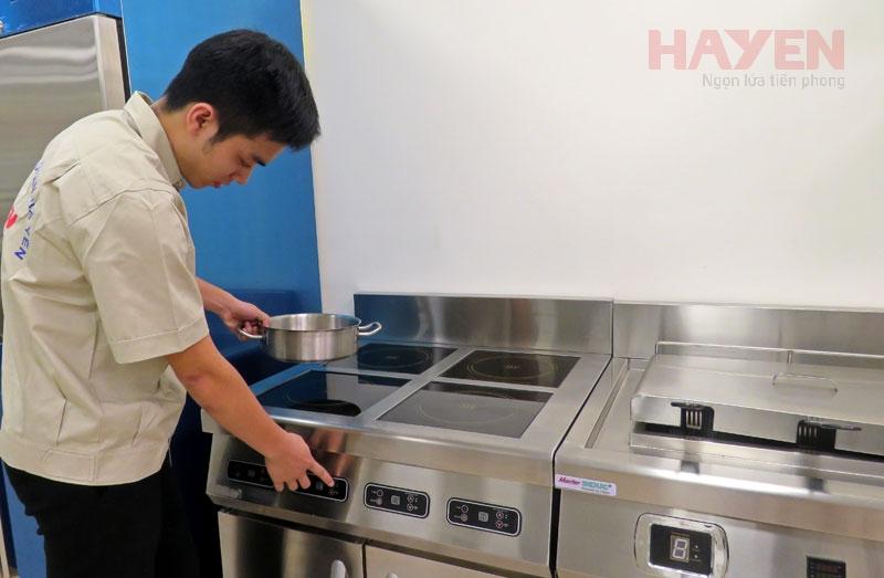 Dịch vụ thay mặt kính bếp từ công nghiệp với linh kiện chính hãng